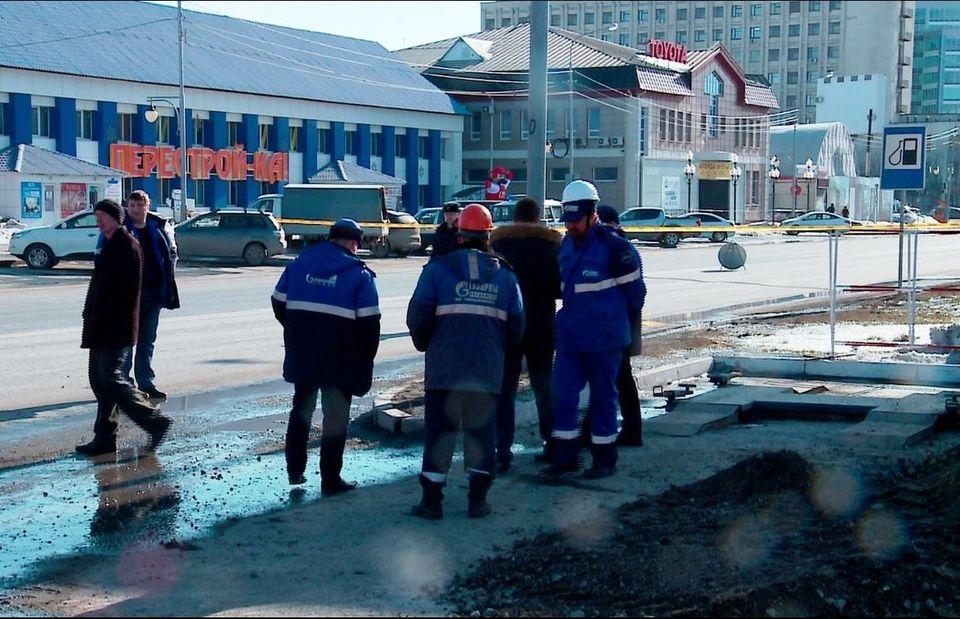 ВТюмени перекрыли улицу Пермякова: трактор оборвал газовую трубу